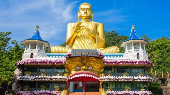 Snapshot of Sri Lanka Curated Travel Experience| Dambulla Cave Temple By Art In Voyage
