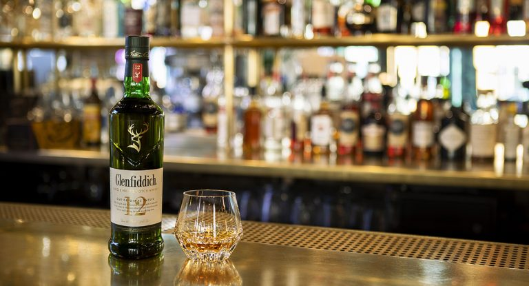 GLenfiddich whiskey on bar, by Art In Voyage