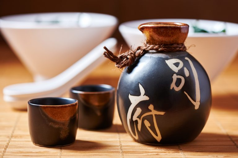 Sake-set-Japan-by-Art-In-Voyage.jpg