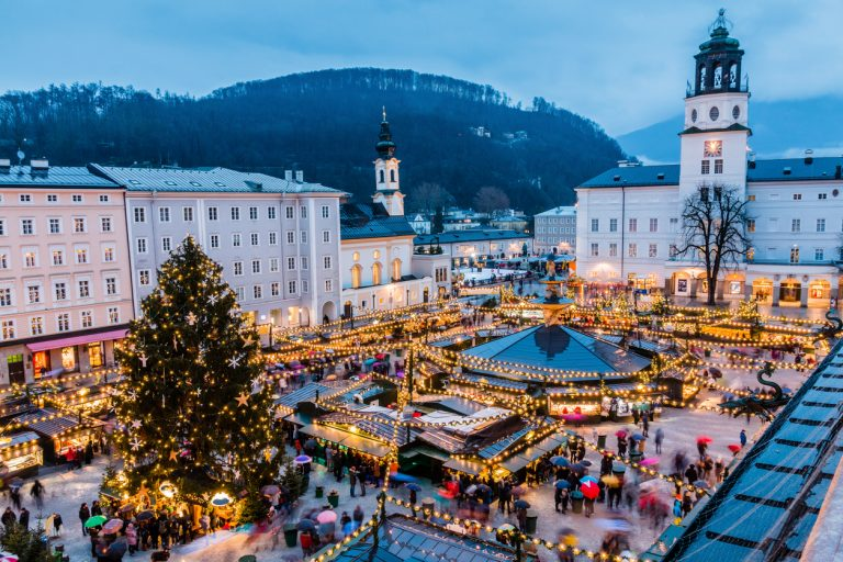 Christmas Market in the old town, by Art In Voyage