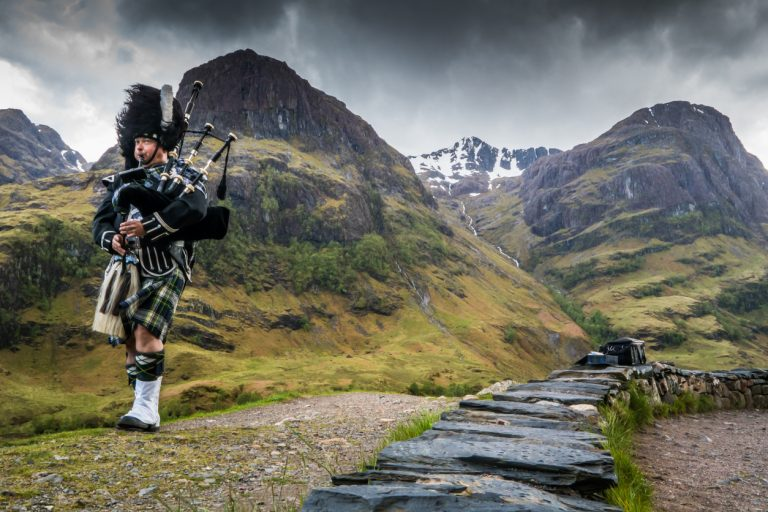 Traditional bagpiper in the scottish highlands, by Art In Voyage