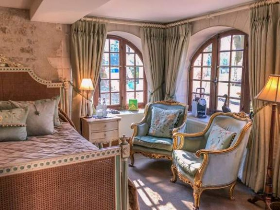 Burgundy | Classic Room