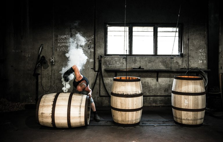 Sven kovac making barrels, by Art In Voyage
