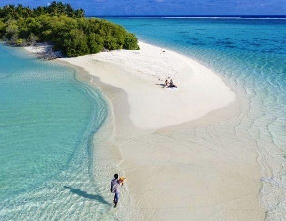 Cruising to Ari Atoll