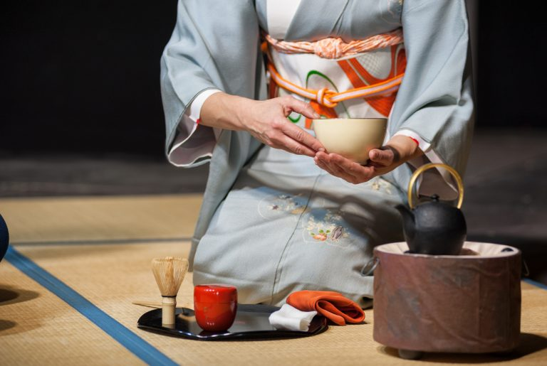 tea-ceremony-demonstration-Japan-by-Art-In-Voyage.jpg